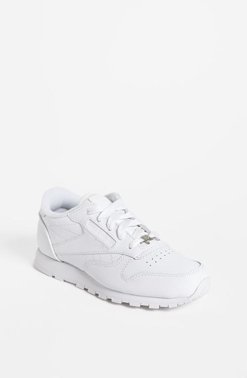 Classic Leather Sneaker by Reebok in St. Vincent