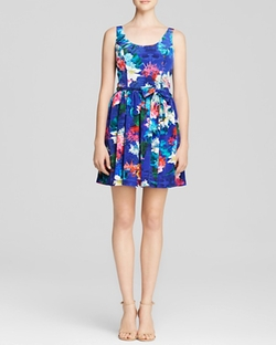 Bloomingdale's Exclusive Café Island Print Dress by Amanda Uprichard in Modern Family