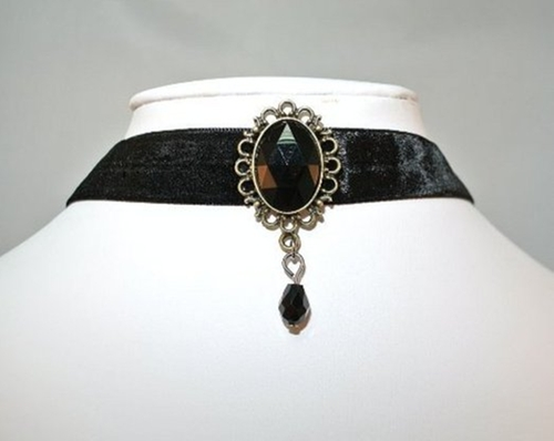 Vintage Velvet Rhinestone Pendant Choker by Global Trendy in Pretty Little Liars - Season 6 Episode 1