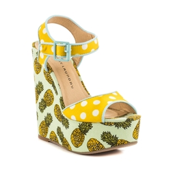 Jollypop Micro Su Wedge Sandals by Chinese Laundry in Fuller House