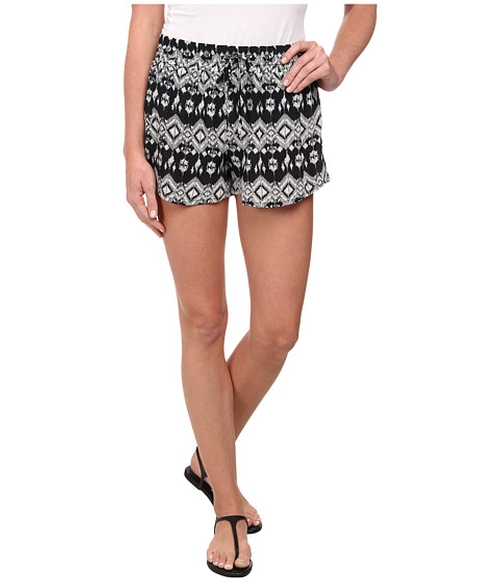 Printed Maddie Shorts by Tolani in Pretty Little Liars - Season 6 Episode 10