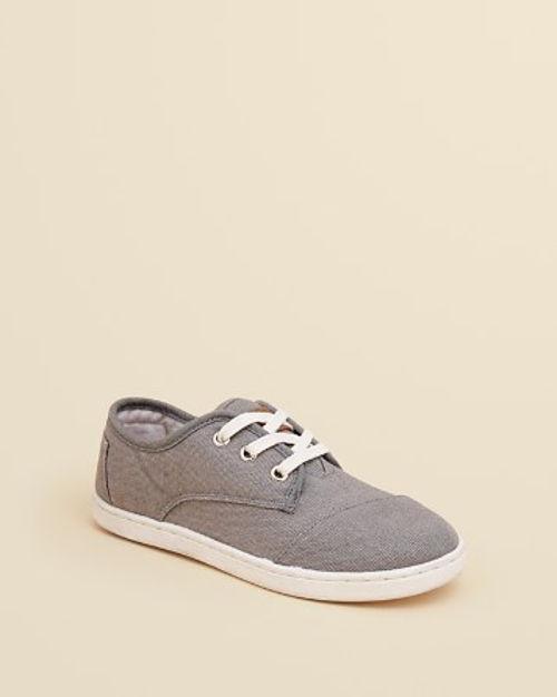 Paseo Low Top Sneakers by Toms in The Visit