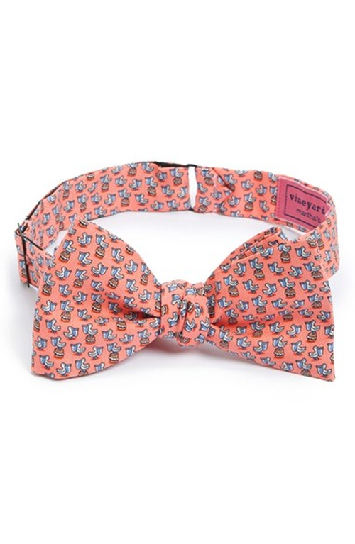 Pelican Print Silk Bow Tie by Vineyard Vines in Scream Queens - Season 1 Episode 13