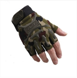 Military Half-Finger Fingerless Gloves by Ace Guarder in Mission: Impossible - Rogue Nation