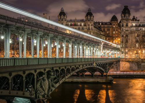 Pont de Bir-Hakeim Paris, France in Inception