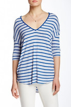 Striped Heathered V-Neck T-Shirt by Old Navy in Pitch Perfect 2
